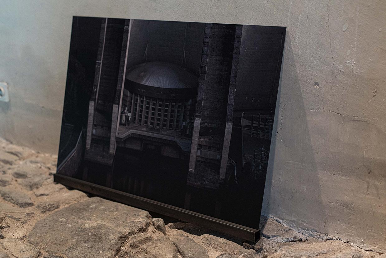 Barage de Grandval, détail, photographie sur aluminium et profilé de fer